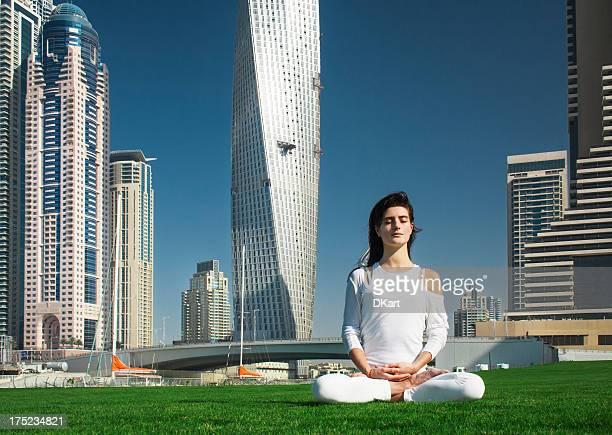 yoga and meditation in a modern urbanistic city - boeddhisme stockfoto's en -beelden