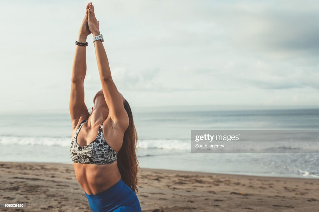 Yoga am Strand : Stock-Foto