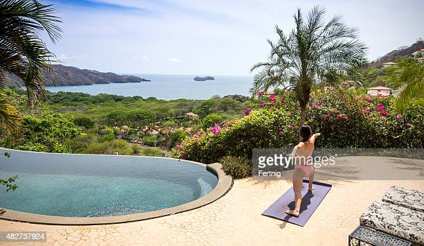 yoga im paradies - guanacaste stock-fotos und bilder