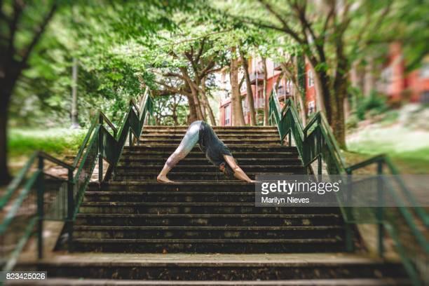 yoga in the city - piedmont park atlanta georgia stock pictures, royalty-free photos & images
