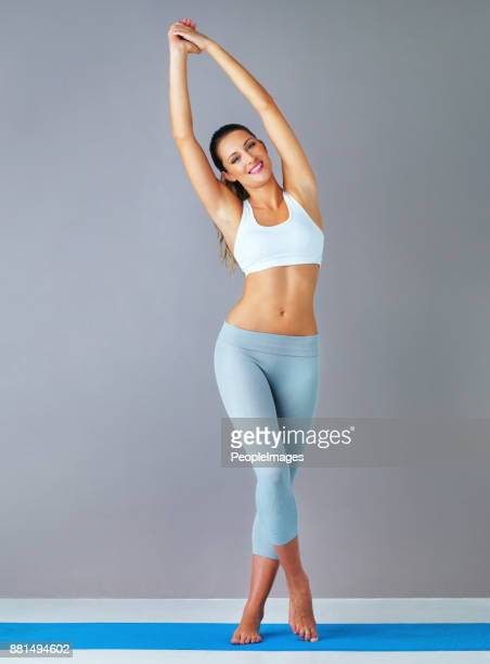 yoga keeps me in shape - beautiful woman stock pictures, royalty-free photos & images