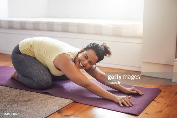 yoga makes her really happy - curvy women stock pictures, royalty-free photos & images