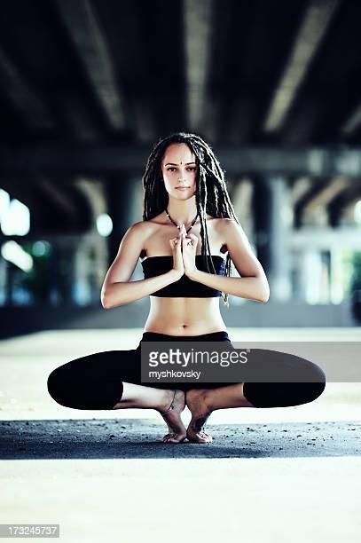 Yoga (Gorakshasana)