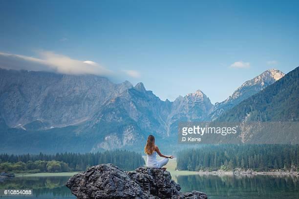 a ioga  - zen - fotografias e filmes do acervo