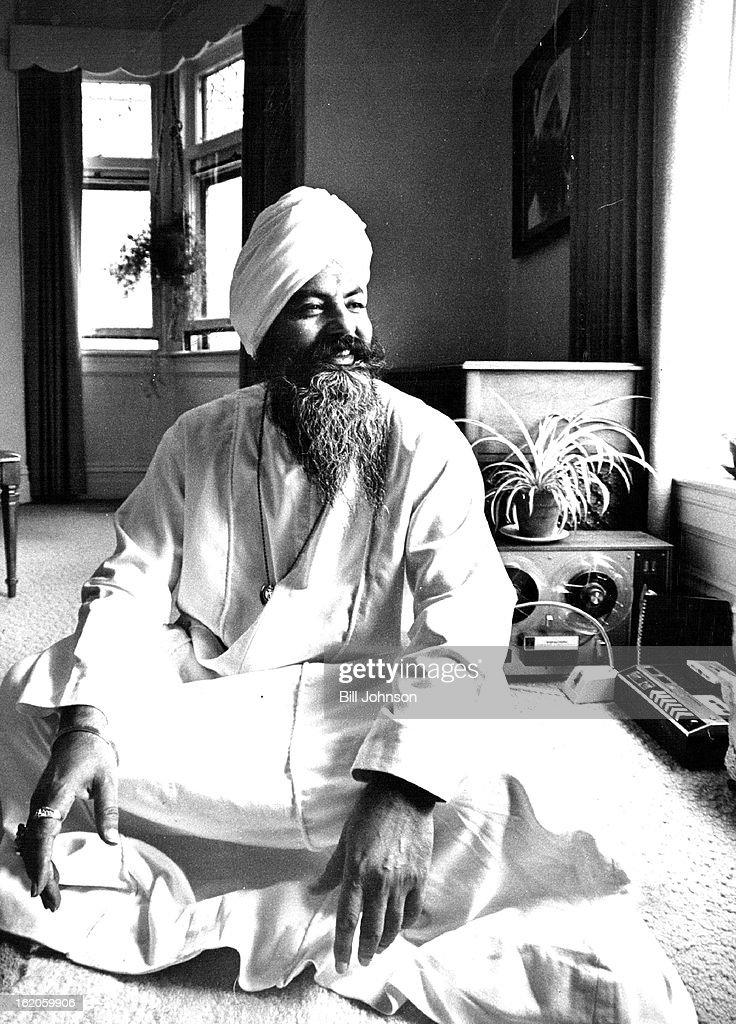 AUG 11 1975, SEP 5 1975; Yogi Bhajan (Siri Singh Sahib Harbhajan Singh Yogi); 'Pope' of the Sikh Mov : News Photo