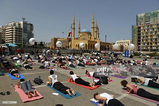 Yogis perform sun salutations in Beirut's Martyrs Square in the heart of the Lebnese capital on June 5 2016 / AFP / Patrick BAZ