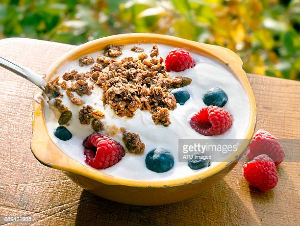 yogurt berries granola outside - granola stock pictures, royalty-free photos & images