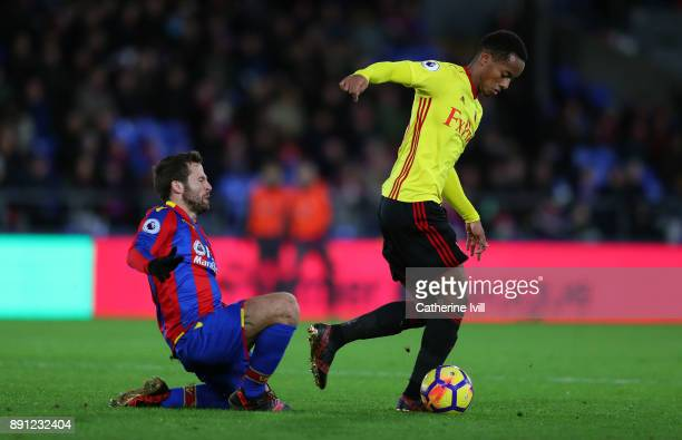 Yohan Cabaye of Crystal Palace and Andre Carrillo of Watford during the Premier League match between Crystal Palace and Watford at Selhurst Park on...