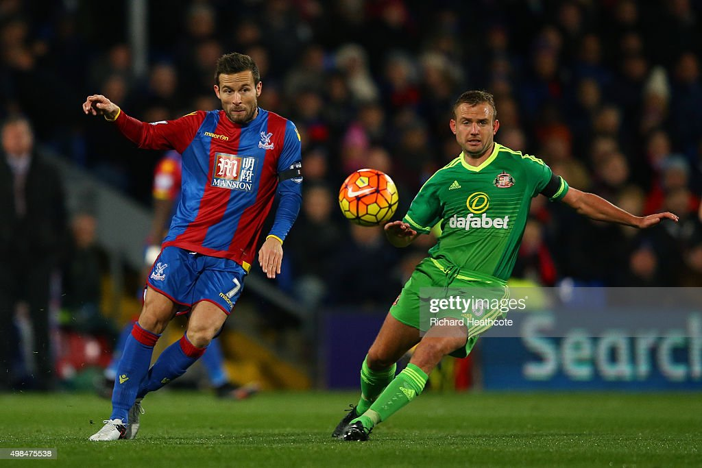 Yohan Cabaye of Crystal Palace and Lee Cattermole of Sunderland compete for the ball during the Barclays Premier League match between Crystal Palace and Sunderland at Selhurst Park on November 23, 2015 in London, England.