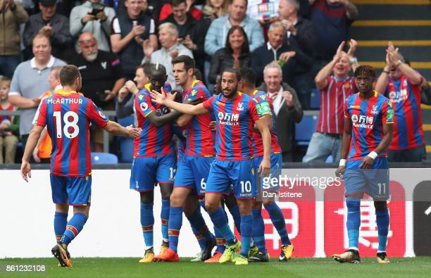 Yohan Cabaye of Crystal Palace celebrates scoring his sides first goal with his Crystal Palace team mates during the Premier League match between...