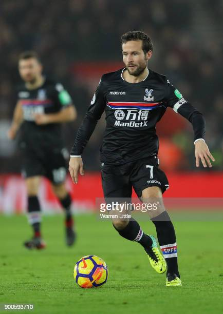 Yohan Cabaye of Crystal Palace during the Premier League match between Southampton and Crystal Palace at St Mary's Stadium on January 2 2018 in...