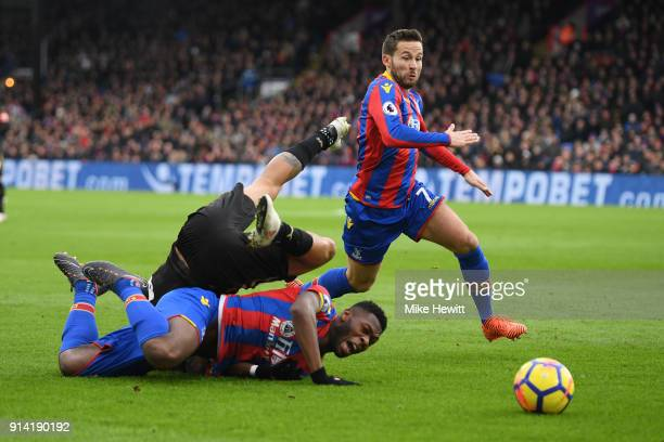 Yohan Cabaye of Crystal Palace pounces on the ball as Timothy FosuMensah tangles with Kenedy of Newcastle United during the Premier League match...