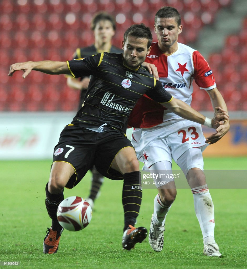 Yohan Cabaye of Lille (L) vies for a ball with Ladislav Volesak of Slavia Prague during the UEFA Europa League Group B football match between Slavia Prague and Lille on October 1, 2009 in Prague.