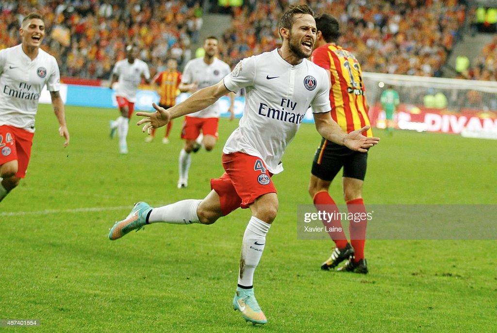 Yohan Cabaye of Paris Saint-Germain celebrates his goal during the French Ligue 1 between RC Lens and Paris Saint-Germain FC at Stade de France on October 17, 2014 in Paris, France.