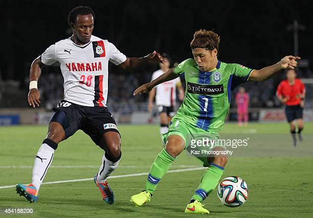 Yohei Otake of Shonan Bellmare and Tinga whose real name is Luiz Otavio Santos de Araujo of Jubilo Iwata compete for the ball during the J League...