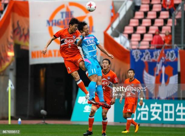 Yohei Toyoda of Sagan Tosu and Kazunari Ono of Albirex Niigata compete for the ball during the JLeague J1 match between Albirex Niigata and Sagan...