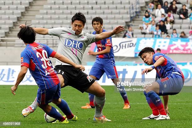 Yohei Toyoda of Sagan Tosu and Shoya Nakajima of FC Tokyo compete for the ball during the J.League match between FC Tokyo and Sagan Tosu at Ajinomoto...