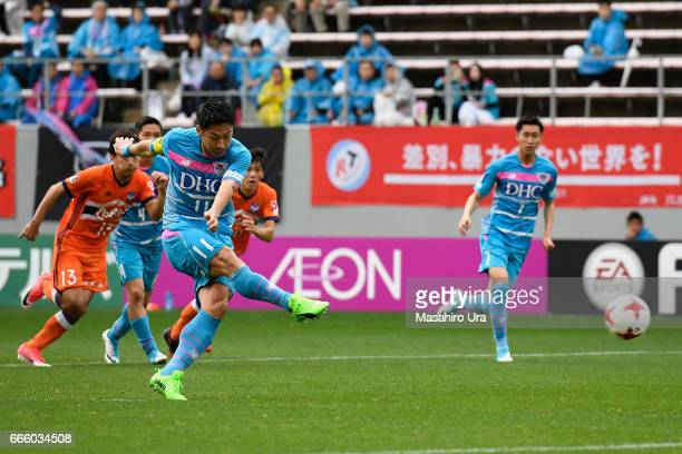 Yohei Toyoda of Sagan Tosu converts the penalty to score the opening goal during the JLeague J1 match between Sagan Tosu and Albirex Niigata at Best...