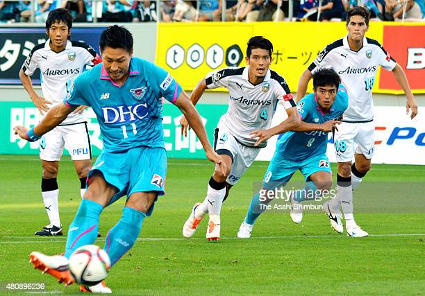 Yohei Toyoda of Sagan Tosu scores his team's first goal from the penalty spot during the J.League match between Sagan Tosu and Kawasaki Frontale at...