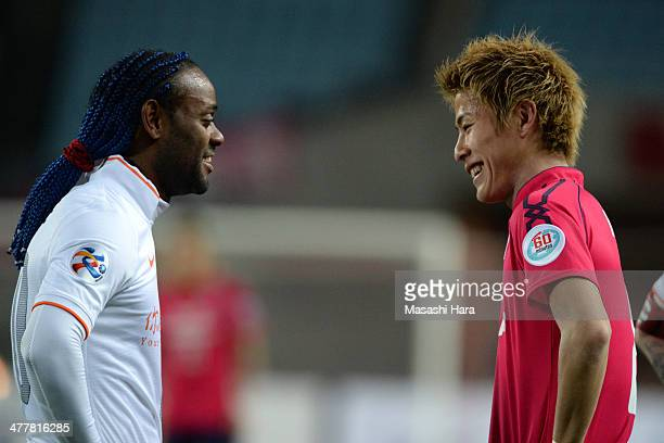 Yoichiro Kakitani of Cerezo Osaka and Vagner Love of Shandong Luneng FC look on during the AFC Champions League Group E match between Cerezo Osaka...