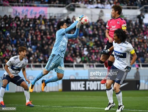 Yoichiro Kakitani of Cerezo Osaka misses the ball while Hiroki IIkura of Yokohama FMarinos catches the ball during the 97th All Japan Football...