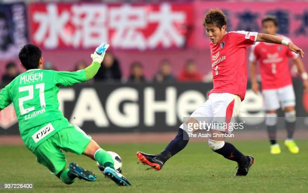 Yoichiro Kakitani of Cerezo Osaka scores his side's first goal during the JLeague J1 match between Cerezo Osaka and Yokohama FMarinos at Yanmar...