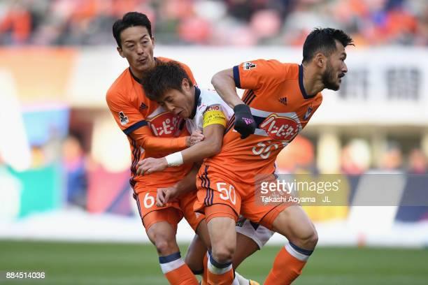 Yoichiro Kakitani of Cerezo Osaka tussles with Ryota Isomura and Seitaro Tomisawa of Albirex Niigata during the JLeague J1 match between Albirex...