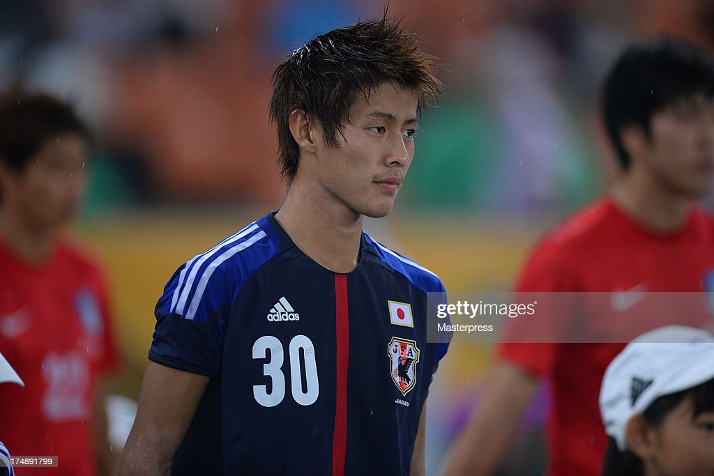 Yoichiro Kakitani of Japan walks into the pitch prior to the EAFF East Asian Cup match between Korea Republic (South Korea) and Japan at Jamsil Stadium on July 28, 2013 in Seoul, South Korea.