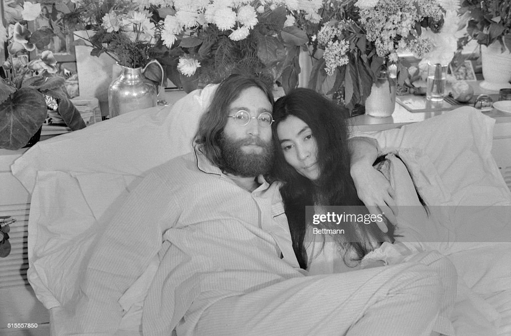 John Lennon and Yoko Ono : News Photo