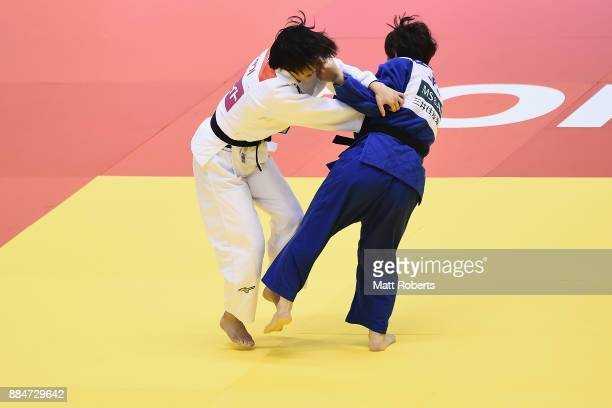 Yoko Ono of Japan competes against Chizuru Arai of Japan during day two of the Judo Grand Slam Tokyo at Tokyo Metropolitan Gymansium on December 3...