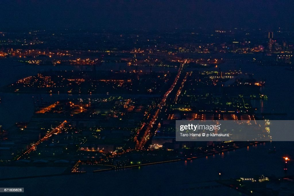 Yokohama Bay Bridge and Keihin factory area in Kawasaki and Yokohama city night aerial view from airplane : ストックフォト