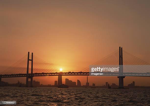 yokohama bay bridge - ponte sostenuto da cavi foto e immagini stock