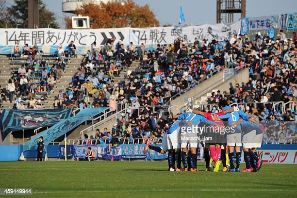 Yokohama FC players make the huddle prior to the JLeague second division match between Yokohama FC and Giravanz Kitakyushu at Nippatsu Mitsuzawa...