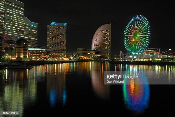 yokohama harbour skyline - 横浜市 ストックフォトと画像