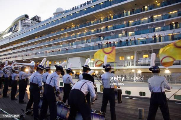 yokohama scouts sending off the diamond princess at the port of yokohama. - evento de entretenimento imagens e fotografias de stock