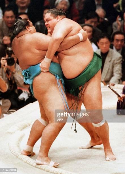 Yokozuna Akebono pushes out fellow yokozuna Musashimaru to win the Kyushu Grand Sumo tournament in Fukuoka 19 November 2000 Akebono from Hawaii...