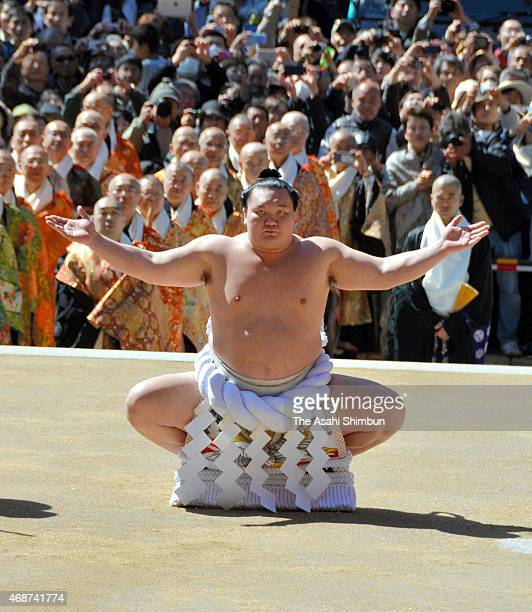 Yokozuna sumo grand champion Hakuho perfroms the 'Dohyoiri' ring purification ritual at the newly reconstructed Garan Chumon gate for the memorial...