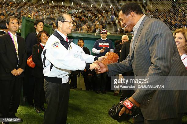 Yomiuri Giants legend Sadaharau Oh and Hall of Famer Dave Winfield shake hands during game two of Samurai Japan and MLB AllStars at Tokyo Dome on...