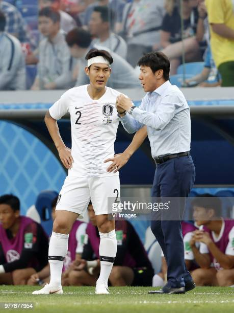 Yong Lee of Korea Republic coach Taeyong Shin of Korea Republic during the 2018 FIFA World Cup Russia group F match between Sweden and Korea Republic...