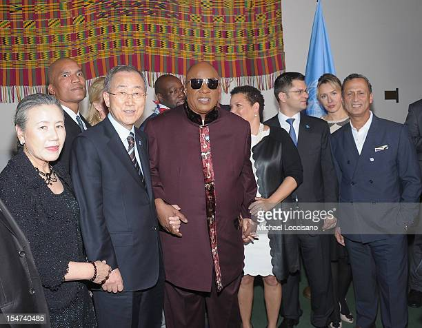 Yoo Soontaek guest UN Secretary General Ban Kimoon UN Messenger of Peace Stevie Wonder CEO and Chairman of BET Debra Lee President of the United...