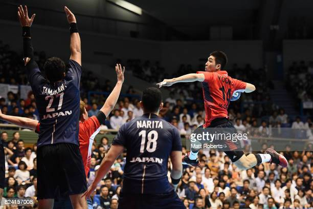 Yoon Ciyoel of South Korea takes a shot during the men's international match between Japan and South Korea at Komazawa Gymnasium on July 29 2017 in...