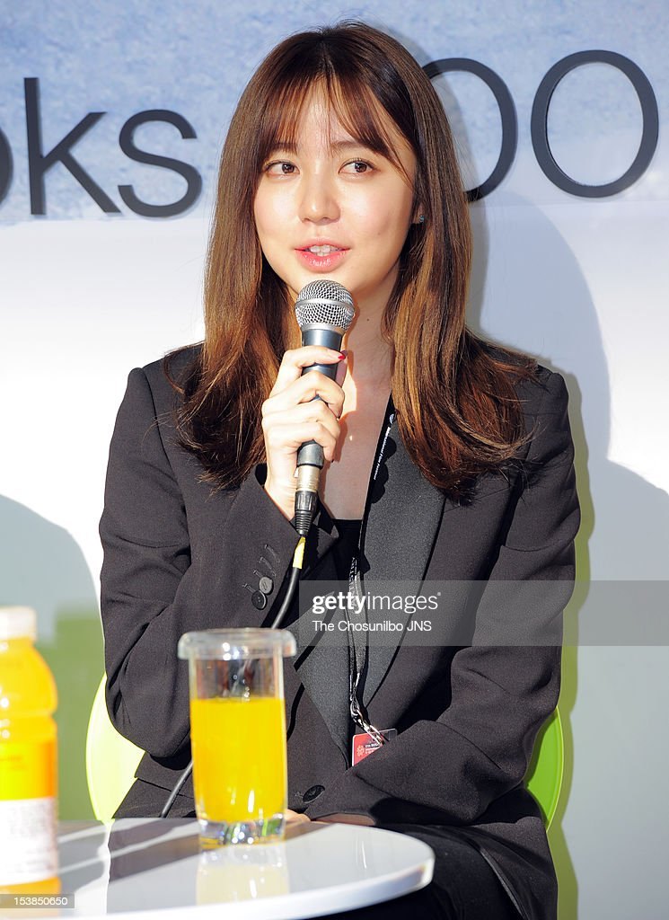 Yoon Eun-Hye attends 'Short Film, Long Chat' to introduce her debut film 'The Knitting' as a director during the 17th Busan International Film Festival (BIFF) at the Busan Cinema Center Bookcafe Lounge on October 7, 2012 in Busan, South Korea.