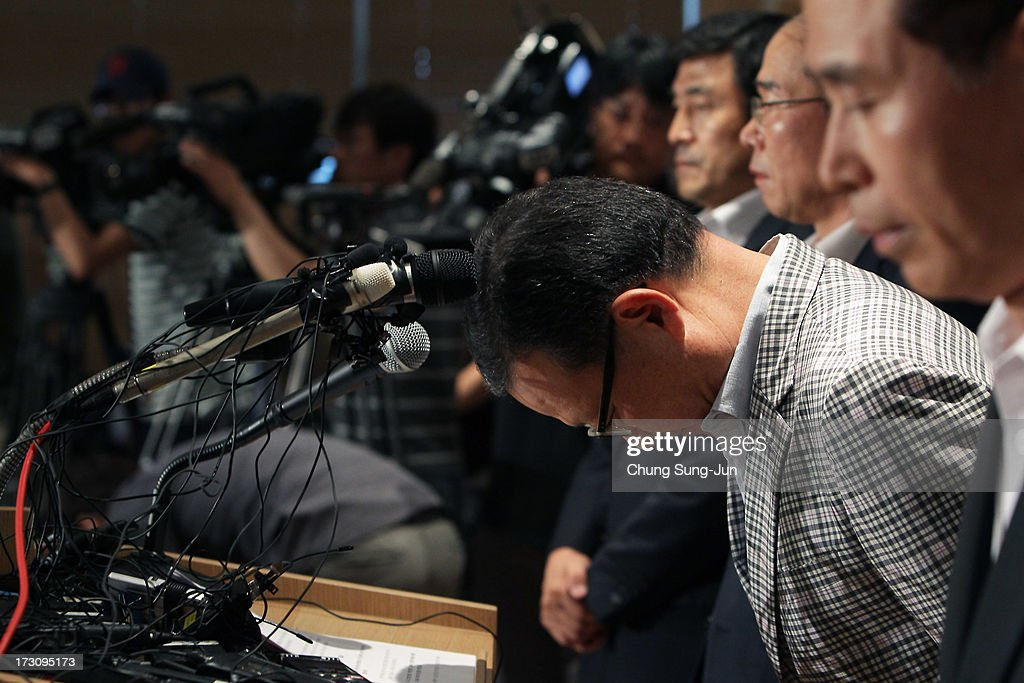 Yoon Young-Doo, President of the Asiana Airlines bows with other board members during their media briefing at their headquarters on July 7, 2013 in Seoul, South Korea. Two people are dead and more than 180 injured after an Asiana Airlines Boeing 777 aircraft coming from Seoul, South Korea crash-landed at San Francisco International Airport on July 6, 2013.