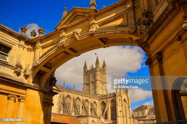 york street arch and bath abbey, bath, somerset, united kingdom - 英イングランド バース ストックフォトと画像