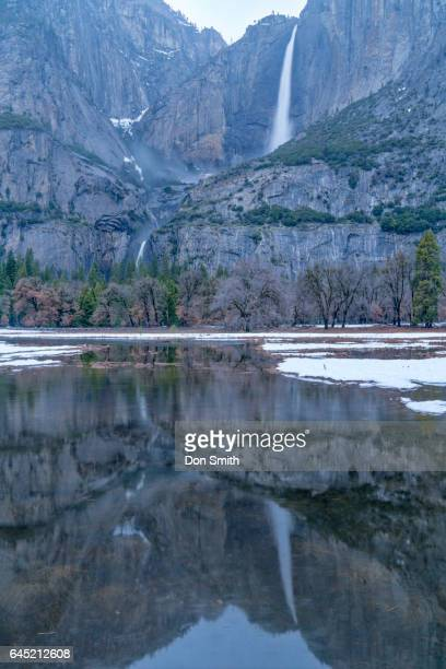 yosemite falls and reflection - don smith imagens e fotografias de stock