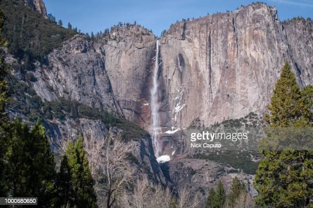 yosemite falls (winter) - caputo foto e immagini stock