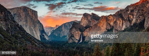 yosemite tunnel view at sunset - yosemite nationalpark stock pictures, royalty-free photos & images