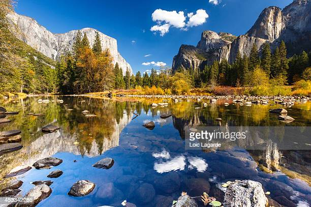 yosemite valley in fall - yosemite nationalpark stock pictures, royalty-free photos & images