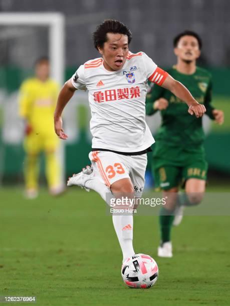 Yoshiaki Takagi of Albirex Niigata in action during the J.League Meiji Yasuda J2 match between Tokyo Verdy and Albirex Niigata at Ajinomoto Stadium...