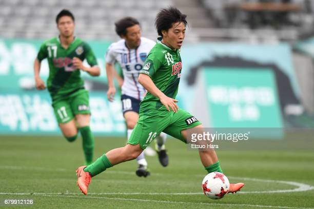 Yoshiaki Takagi of Tokyo Verdy in action during the J.League J2 match between Tokyo Verdy and Yokohama FC at Ajinomoto Stadium on May 7, 2017 in...